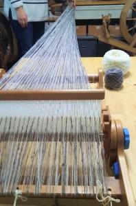 織るDSC_1608  手紡ぎ糸を.jpg