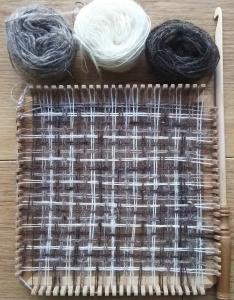 で織るDSC_1697  フレーム織機.jpg