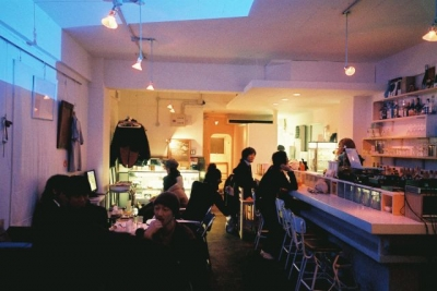8bitcafeの店内です。