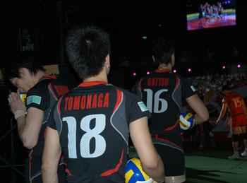 全日本男子バレーボール お隣に出現 ゴッツと越川と朝長