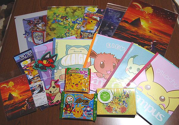 ポケモンセンター札幌のグッズ。サン&ムーン。クリアファイル、ノート、メモ帳、シール、ウエハース、グミ、カード等。
