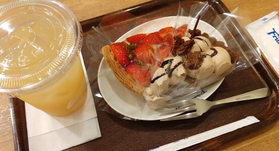 フルーツケーキファクトリー 苺タルト チョコタルト