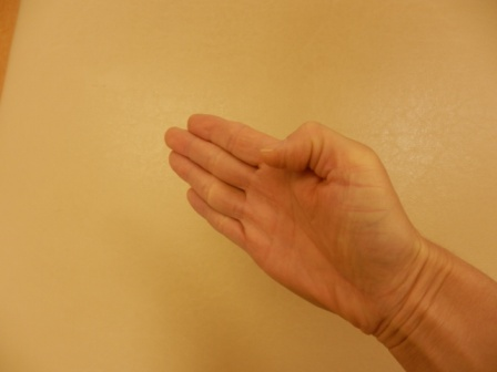 親指を曲げると痛い