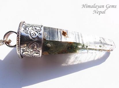 ヒマラヤ水晶 ガネーシュヒマール産ペンダントトップ ドラゴン ヒマラヤンジェムス、ネパール