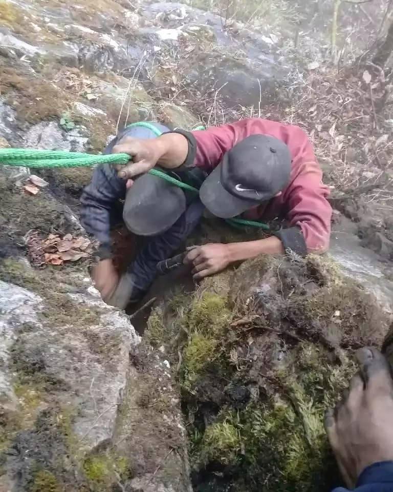 ネパール ガネーシュヒマール産 ヒマラヤ水晶 採掘現場日記