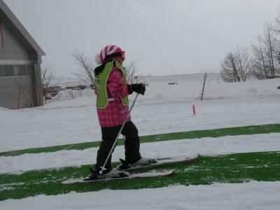 初めてスキーの子供たちのための秘密兵器「マッスグノボレール」