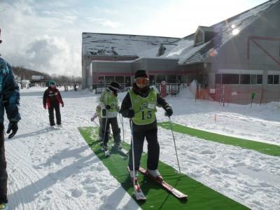 今日もスキーと初めて出会う子たちがいます