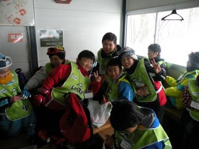スクールのレーシングチームが休んでいる小屋で一緒に休ませていただきました。