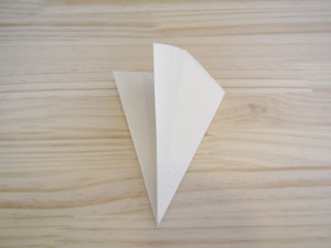 和紙と絵の具を使う