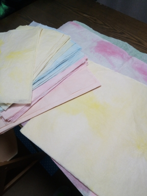 染めた紙のカット