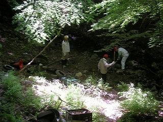 タイヤ発掘作業