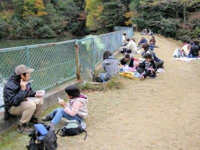 才ケ原池での昼食風景