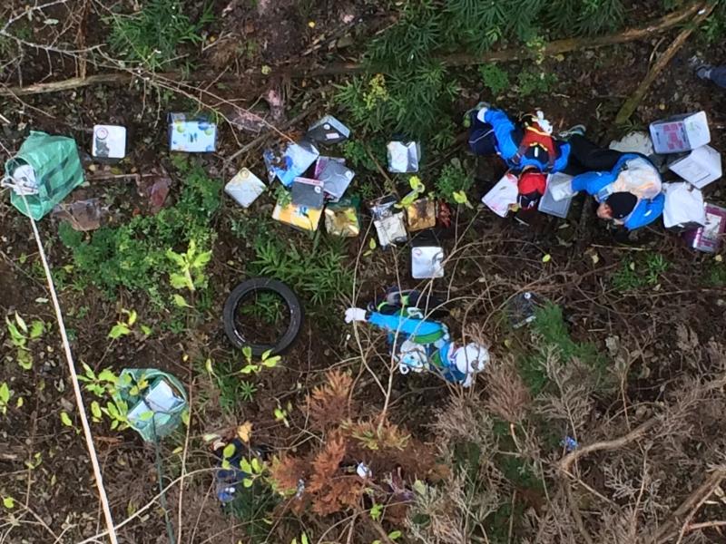 ホオヅキ谷橋下に不法投棄されたゴミ