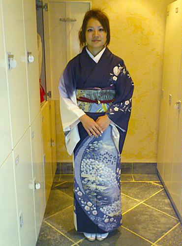 ayumiさん(ikuyoさんの結婚式の受付を、訪問着でされたそうです☆)