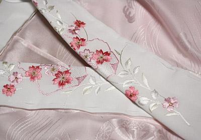 刺繍半衿(白地にピンクの桜柄)