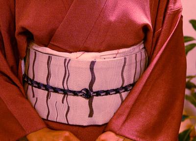 単衣の江戸小紋を、擬紗帯で。