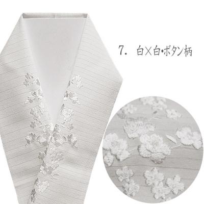 白地に白糸刺繍の、絽の半襟。