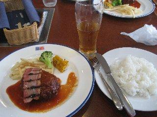お昼ご飯〜♪