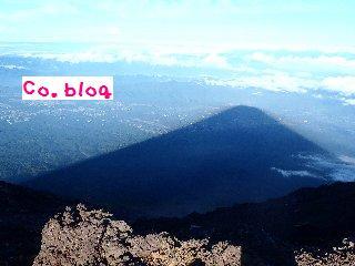 朝の影富士
