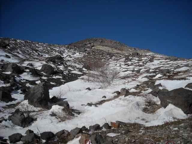 那須岳にはもう雪が積もっていました。寒かったです。