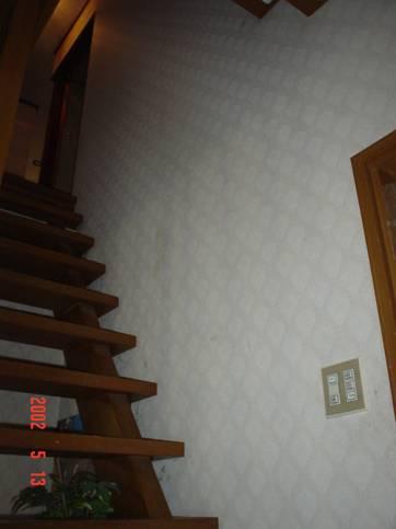 階段の手すり前