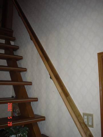 階段の手すり後