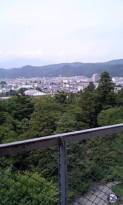 遠くに飯盛山