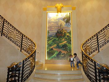 お姫様階段だぁ。