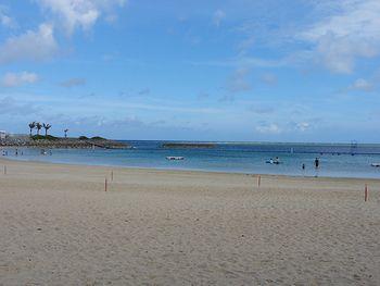 水族館近くのエメラルドビーチ