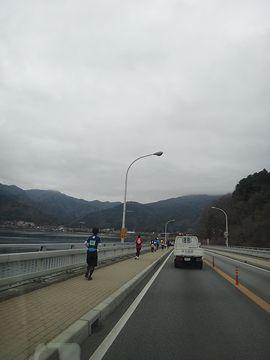 河口湖の周りでフルマラソン