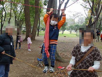 ロープを渡ります
