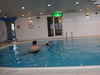 プールで練習