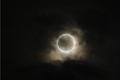 アジア太平洋各地で金環日食、光の輪くっきり