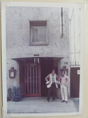 柄戸さんのアパート前