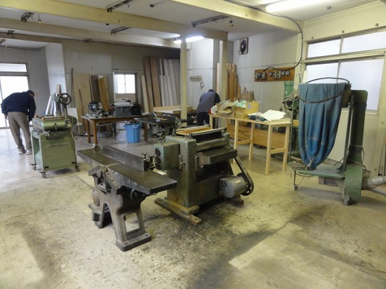 木工機械を搬入