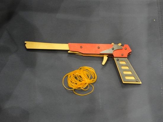 4連発式ゴム鉄砲
