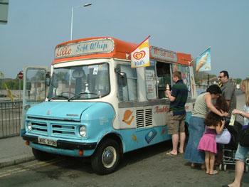 アイスクリームの移動販売車