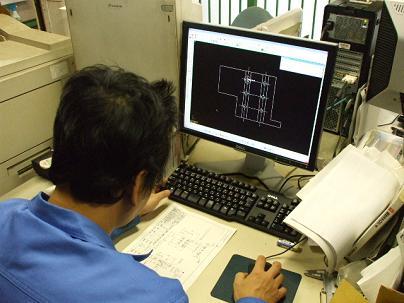 CAD作業中のS氏