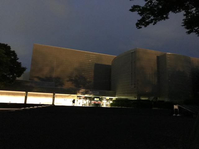 夜の自然科学館