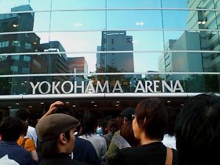 横浜アリーナへ入場