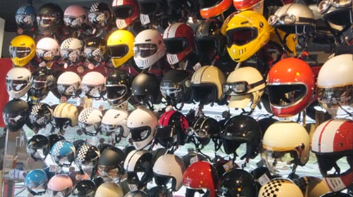 DAMMTRAX直営店 ヘルメット展示