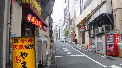 JR渋谷駅 山手線 線路沿い道路