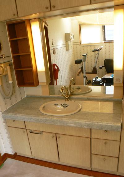 大理石の洗面台にリフォーム