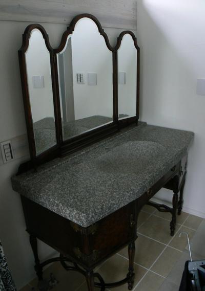 アンティーク家具に御影石天板設置