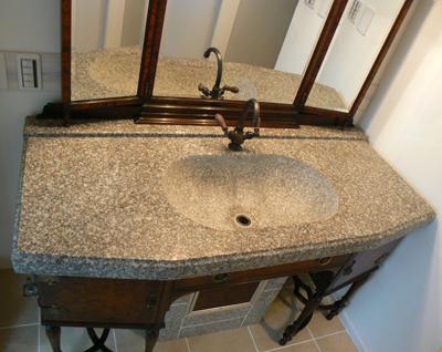 洗面ボウル一体の御影石天板