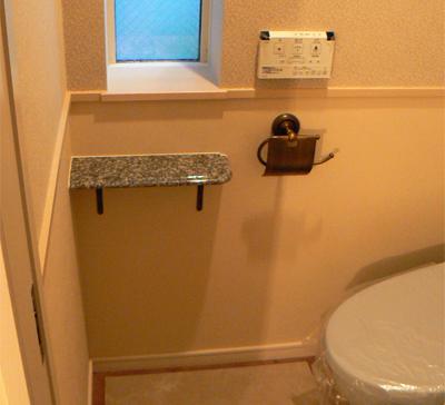 石のトイレ棚