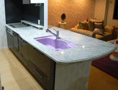 白い石のキッチン