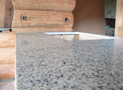 白い御影石のキッチン天板