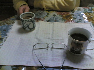 眼鏡と母親