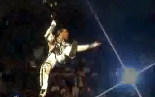 WWEの噂・裏技・裏話_レッスル・マニア12で入場するショーン・マイケルズ